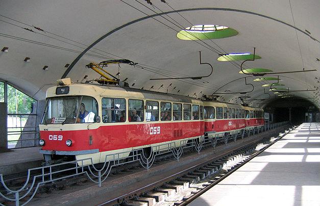 на 35 трамвае до какого метро идет физической