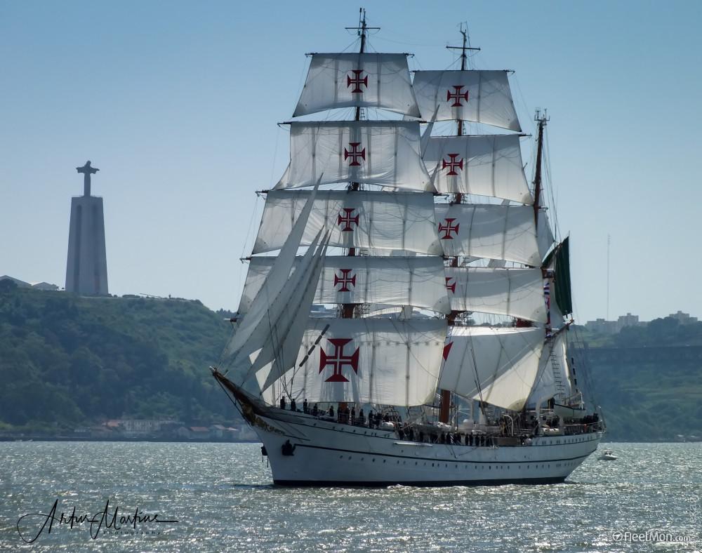 Курсанты одеского Института ВМС проходят практику на военных парусниках Румынии и Португалии