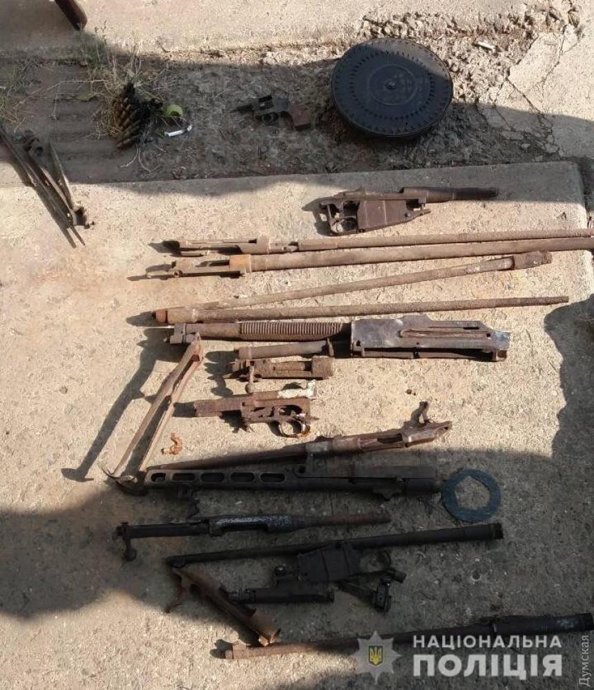 У двоих жителей области обнаружили арсенал оружия — винтовки, пулемет и патроны