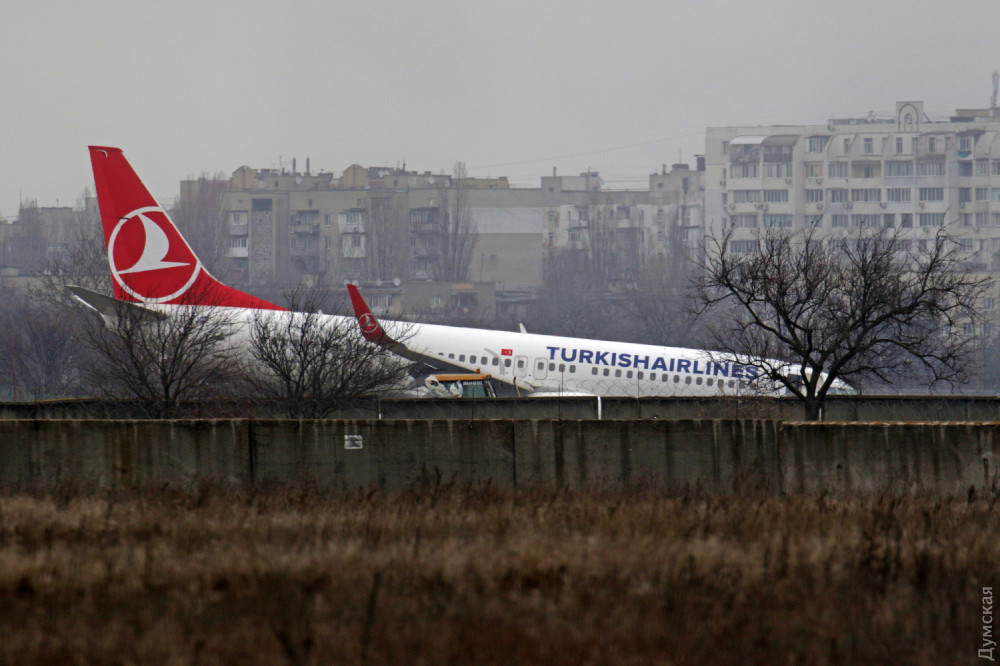 Из-за аварии самолета Одесский аэропорт закрыт до вечера
