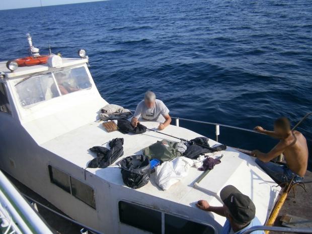Рыбаки, заплывшие «за буйки», расплатились 6-ю протоколами и штрафом, фото-4