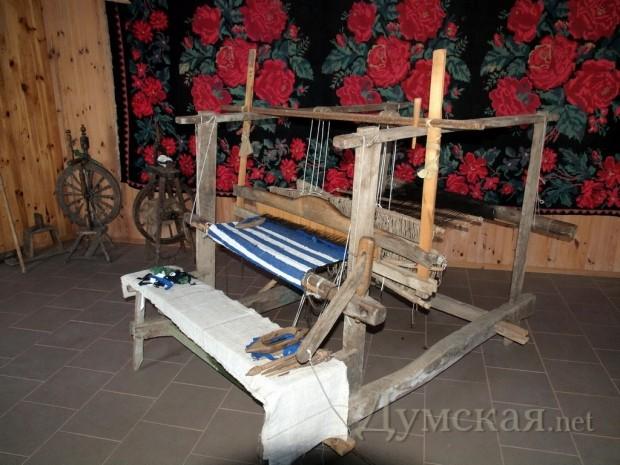Старинный ткацкий станок в