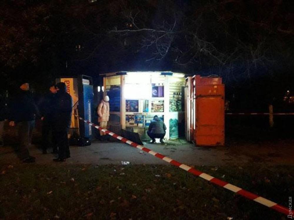 В Одессе неизвестные забросили петарду в киоск  (фото)
