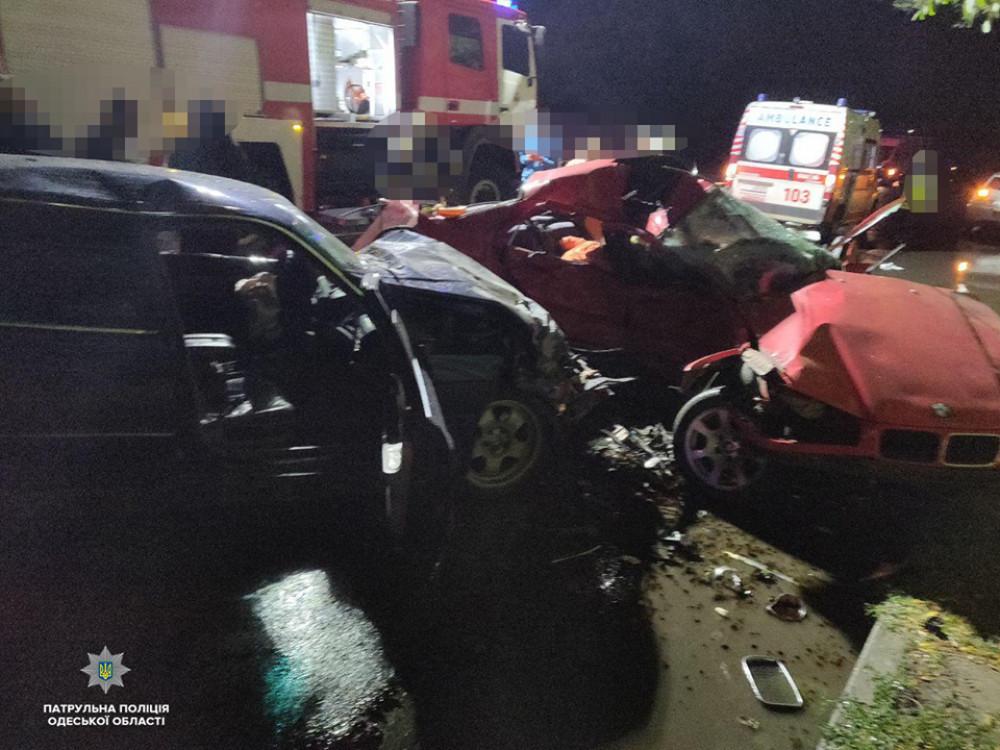 Возле Таировского кладбища столкнулись два BMW: три человека погибли