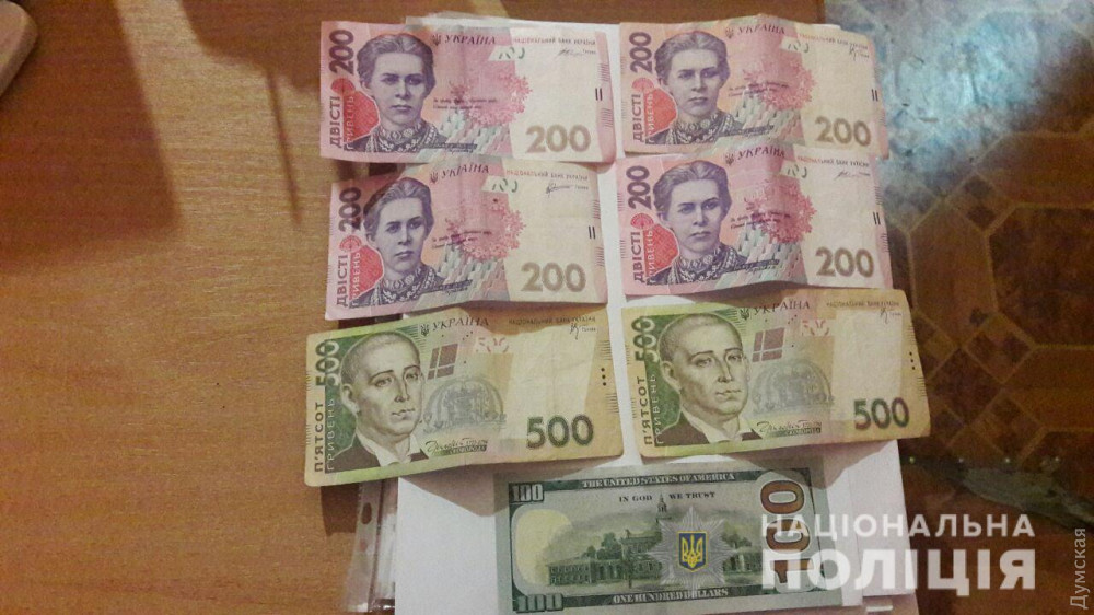 В Одессе задержали двух девушек, которые с ножом напали на иностранца