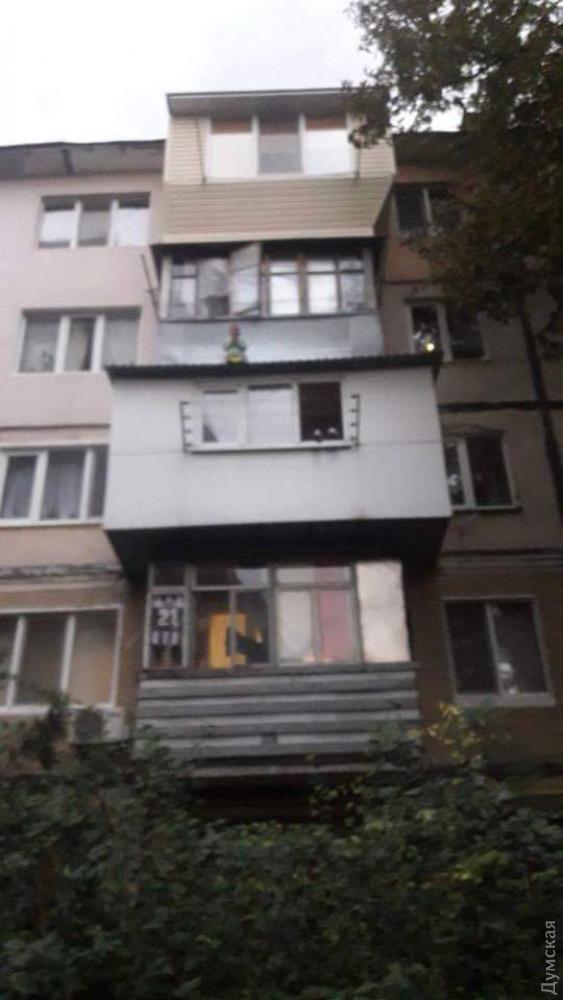 Полицейские спасли трехлетнего ребенка, который вылез на карниз балкона