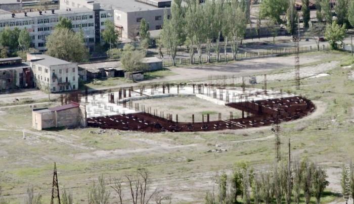 Фундамент недостроенного Коломойским баскетбольного дворца