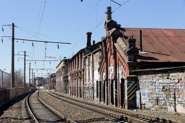 Железнодорожные пути делят территорию
