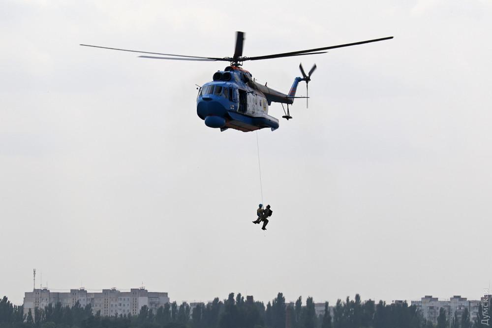 Эвакуация людей, терпящих бедствие вертолетом Ми-14ПС