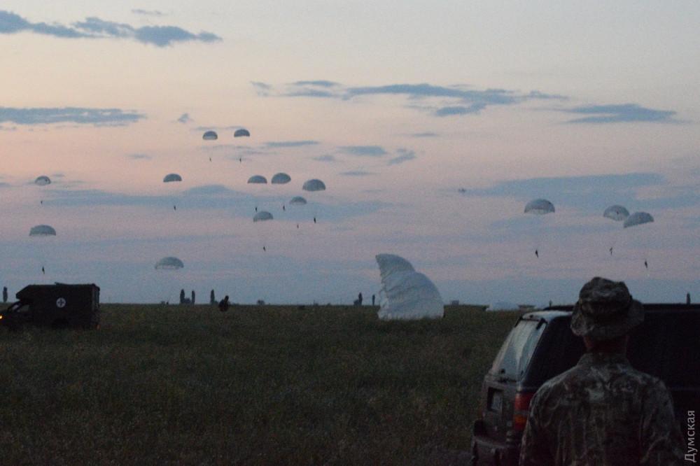 «Си Бриз»: морские пехотинцы прыгали ночью с парашютом и форсировали водную преграду на броне