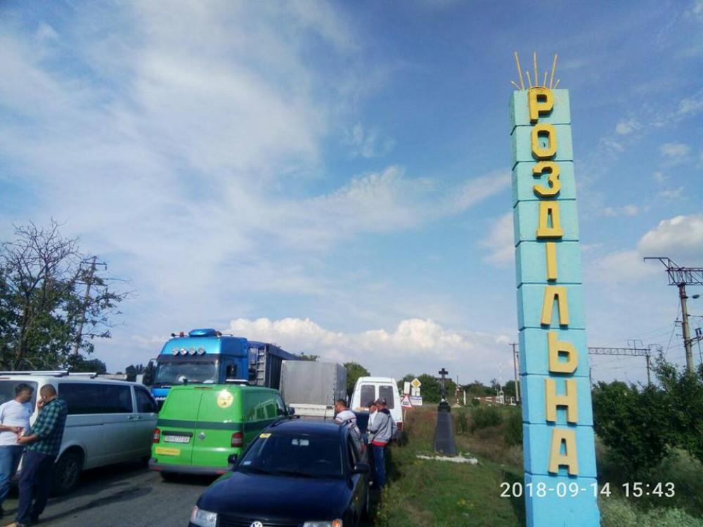 Пятый день блокады трассы Р-33: объезжающие перекрытие грузовики вызвали новые протесты