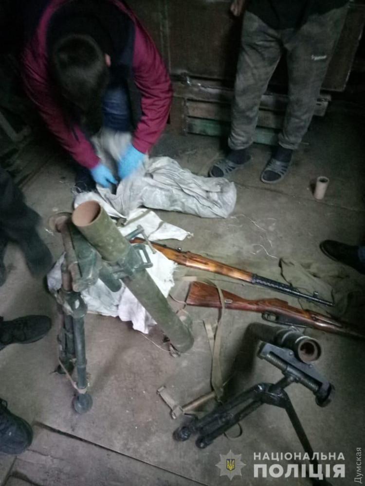Житель области на даче хранил арсенал — минометы, винтовки, пистолеты