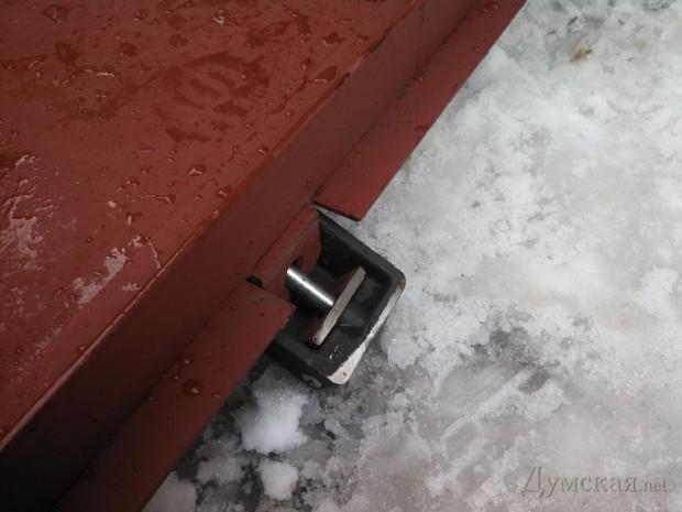 Дверь выпилили