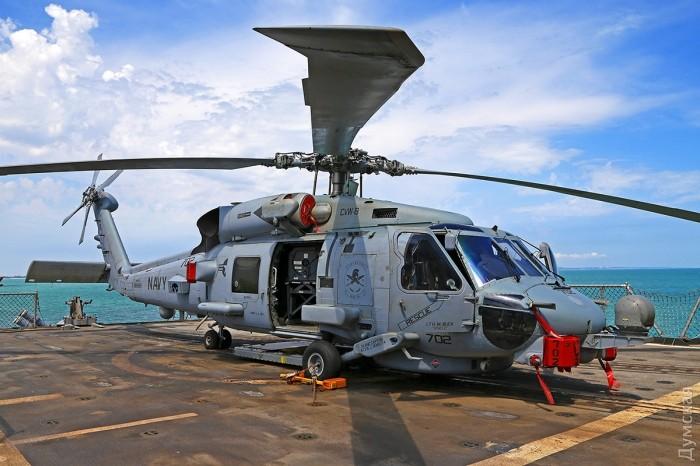 """Палубный вертолет """"Си Хок"""" способен не только искать и уничтожать подводные лодки, но также передавать данные и принимать целеуказание от корабельной системы """"Иджис"""""""
