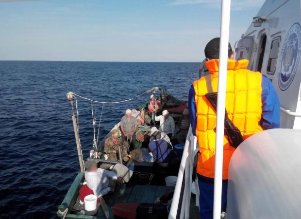 Рыбаки, заплывшие «за буйки», расплатились 6-ю протоколами и штрафом, фото-1