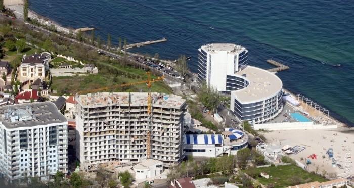 """Пляж на 10 станции Фонтана - с высотками """"Гефеста"""" и """"Маристеллы"""""""