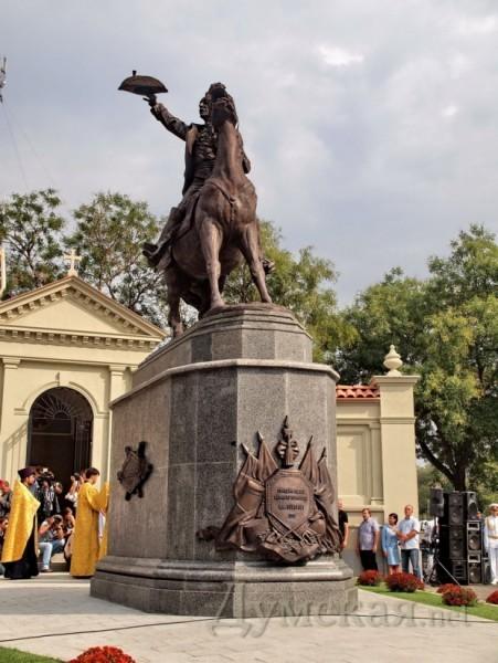 Памятник подешевле Остров Эконом памятник Башня с профильной резкой Плёс