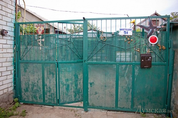 picturepicture_7663086793055_86787 Пульс Одессы в Палермо: шприцы вместо подснежников, политический туалет и кладбище иномарок