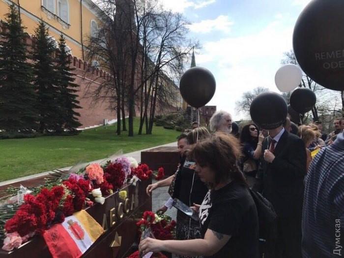 Около тысячи человек принимают участие в акции на Куликовом поле в Одессе: полиция стала кордоном между оппонентами - Цензор.НЕТ 6506