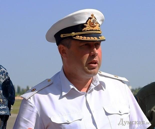 Первый и главный предатель, по сути сдавший Крым - контр-адмирал Денис Березовский