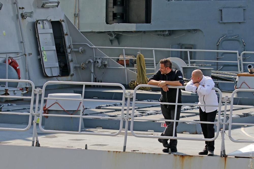 """За моряками - шахты вертикального старта MK41 для пуска ракет """"Си Спэрроу"""" и """"Стандарт"""""""