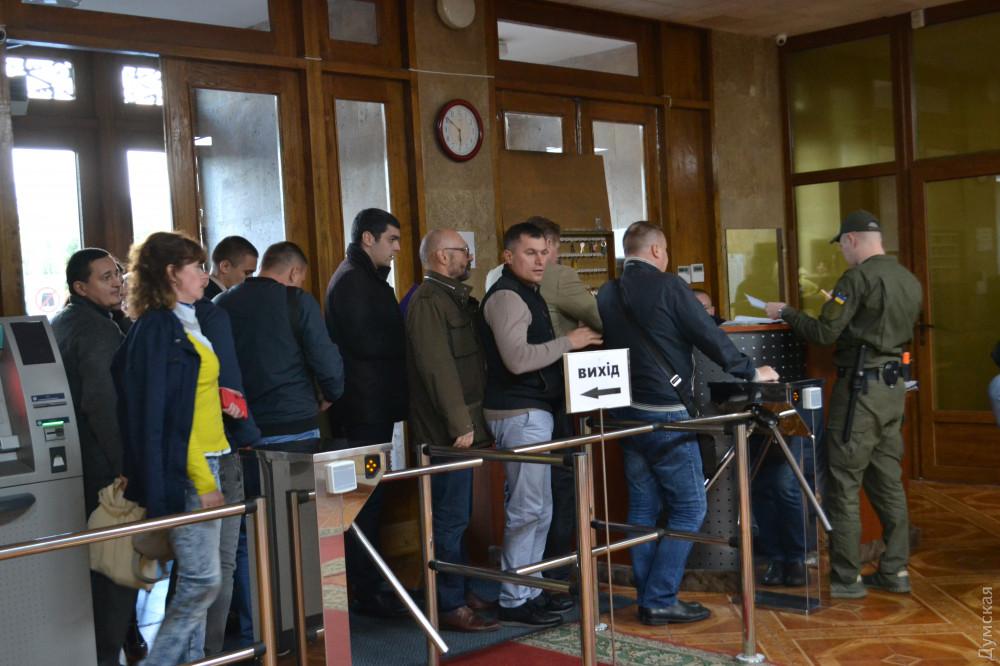 Часть одесских активистов устроила демарш на встрече с губернатором