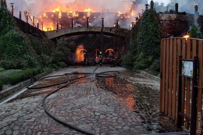 Сверепый пожар вОдессе: полыхает ресторан врайоне берега «Ланжерон»