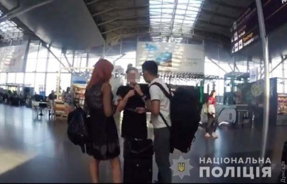 Полицейские не дали двум одесситкам попасть в китайский бордель