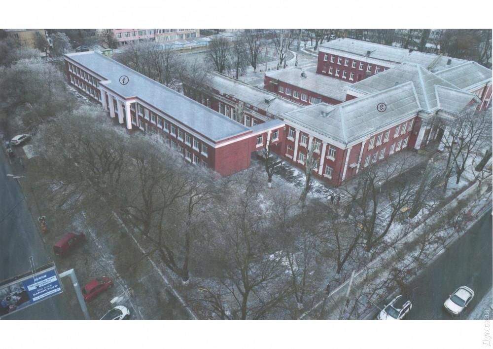 К школе на Адмиральском, которую окончил Труханов, пристроят новое крыло: тоже в «сталинском» стиле, но попроще