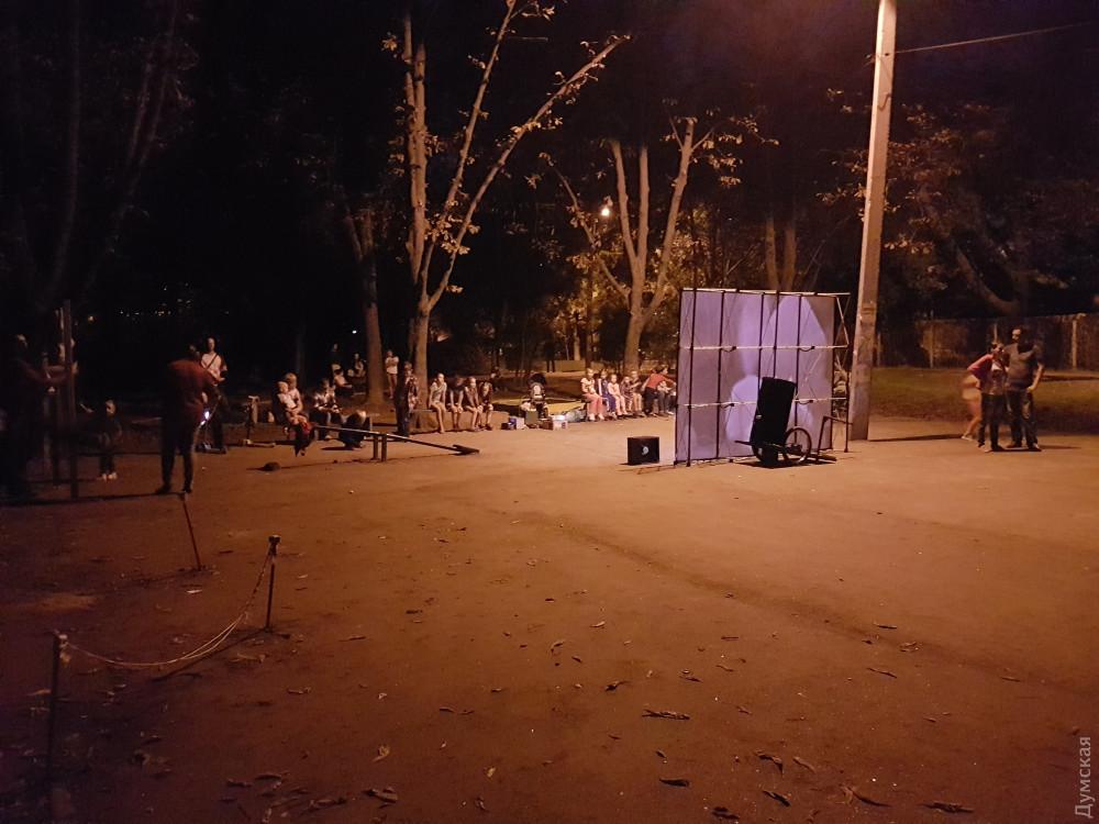 Жители Слободки организовали в своем сквере летний кинотеатр