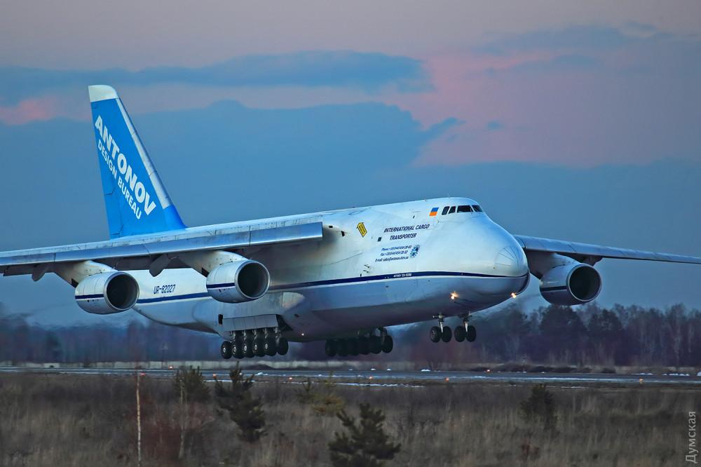 """Предшественник """"Мрии"""" - Ан-124 """"Руслан"""". До 1988 года - самый большой самолет планеты"""