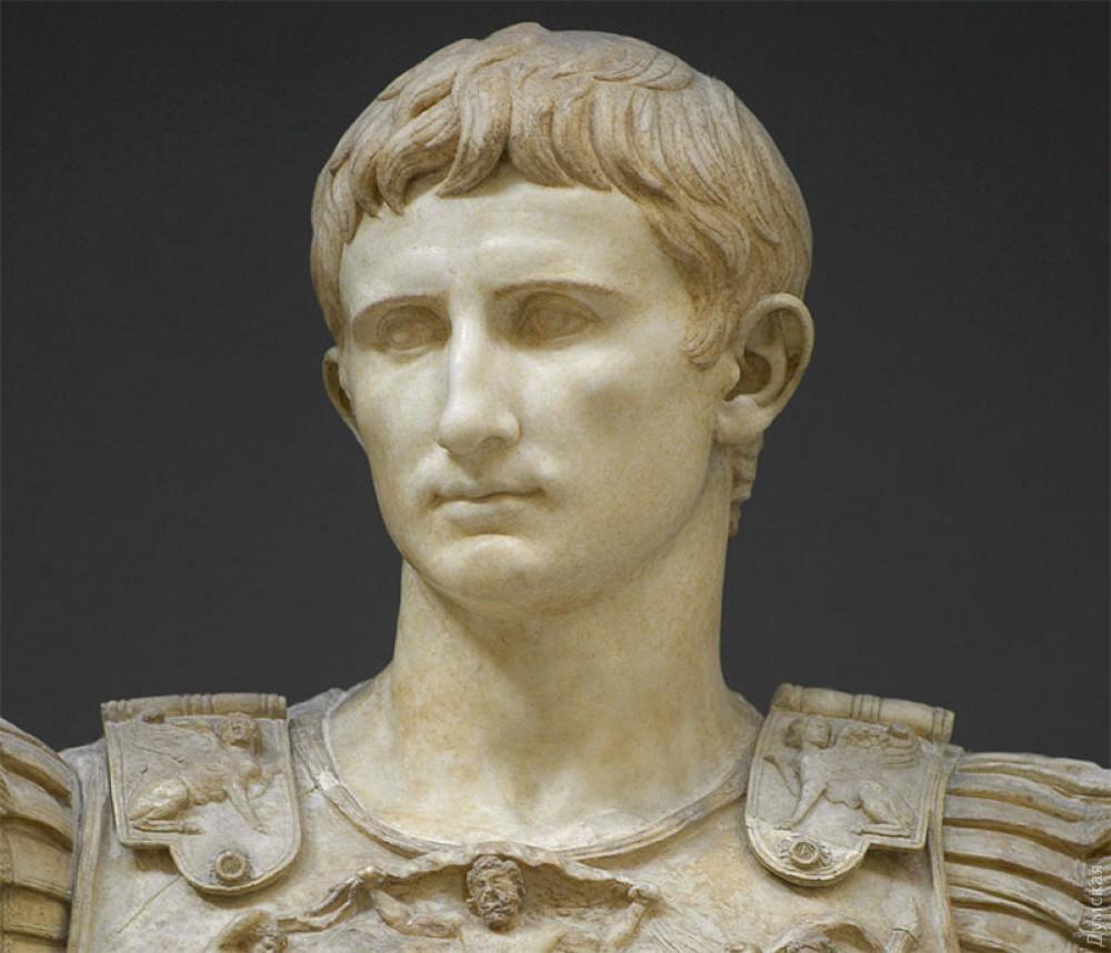 Зато у бронзового Дюка есть известное сходство с Октавианом Августом