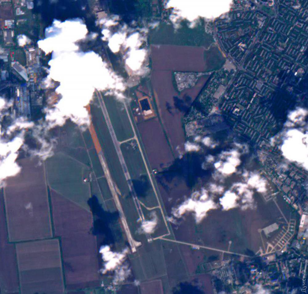 Строительство новой взлетки аэропорта: начали делать ливневку и рассчитались с рабочими за июль