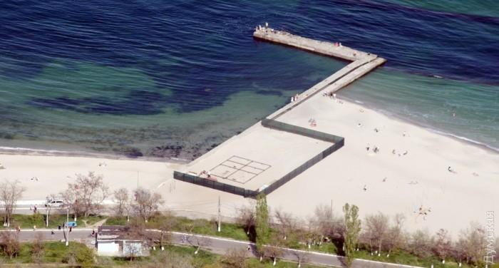 """Строительство """"спасательной станции"""" прямо на песке на 13 Фонтана"""