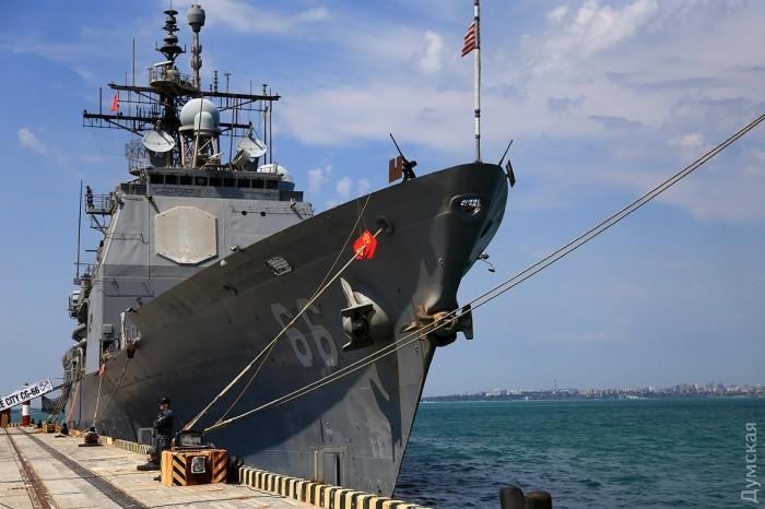 """Ракетный крейсер """"Хюэ Сити"""" с системой """"Иджис"""" в одесском порту"""