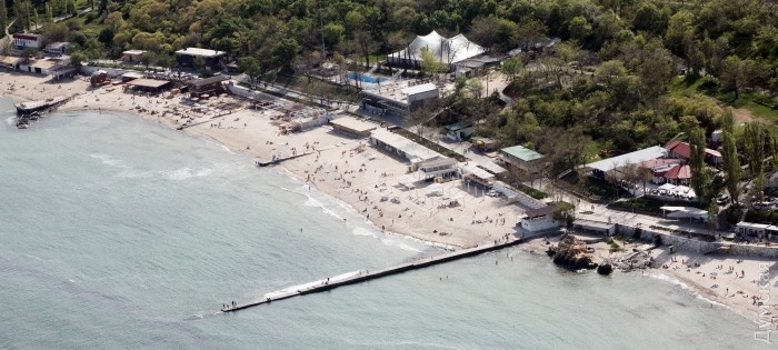 Пляж Отрада, Желтый камень