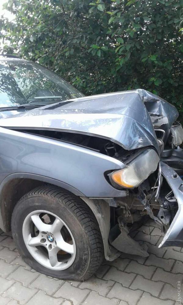 На юге Одесской области православный батюшка по пьяни разбил свой BMW X5