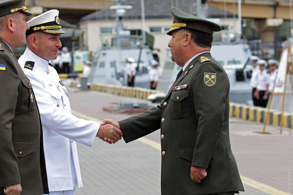 Министр обороны поздравляет контр-адмирала Тарасова с должностью начальника штаба ВМСУ