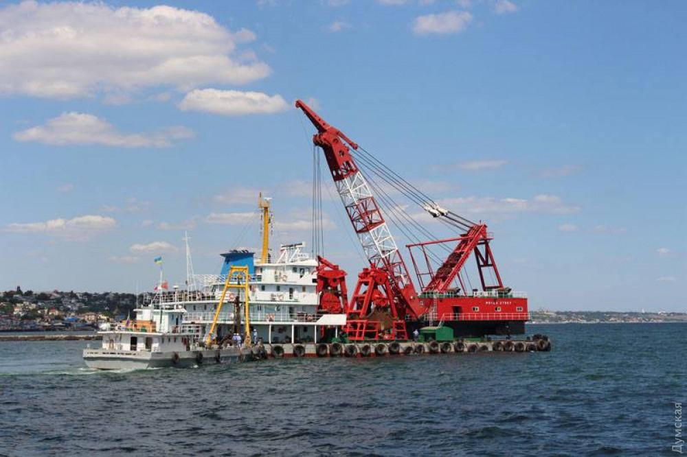 Китайская компания начала дноуглубление в порту Черноморск: задействовано 15 судов