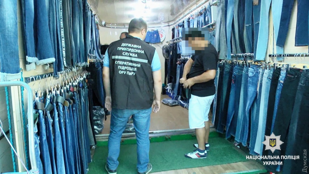 Полиция нашла 13 нелегальных мигрантов на одесском рынке