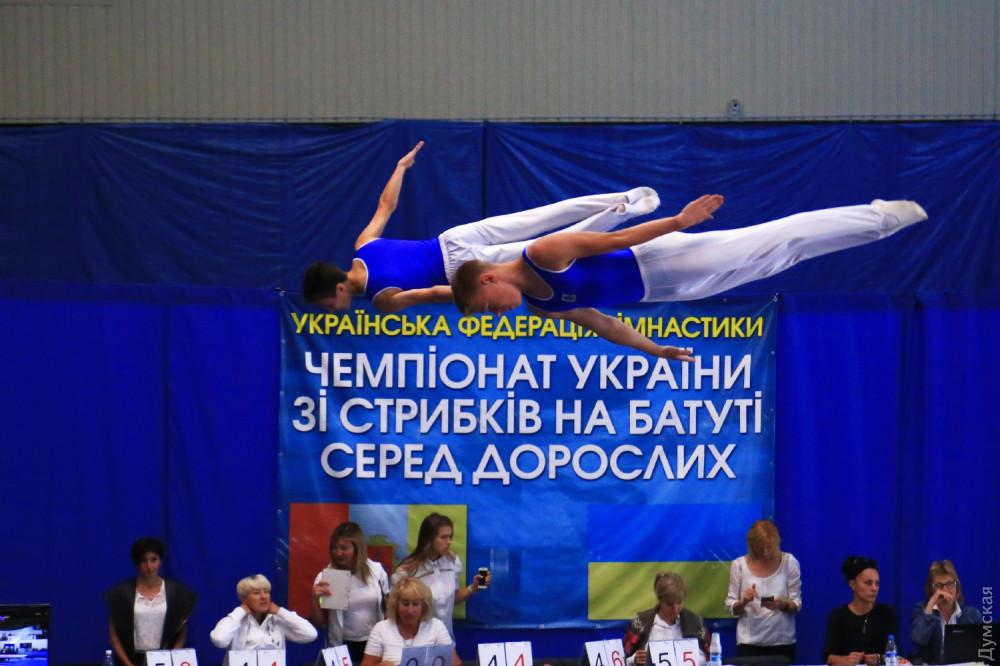 Маленькое чудо и золотые синхроны: в Одессе прошли всеукраинские соревнования батутистов