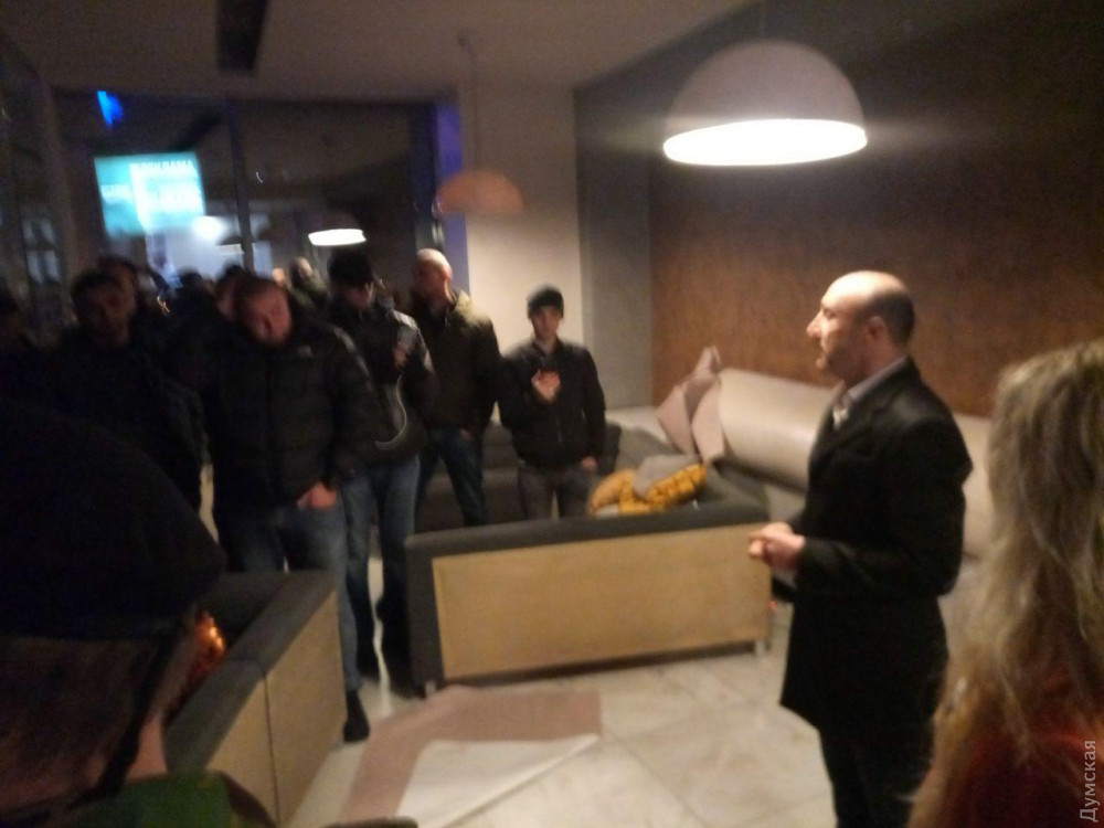 Одесские активисты штурмовали ночной клуб, в котором российский рэпер высмеял пожар