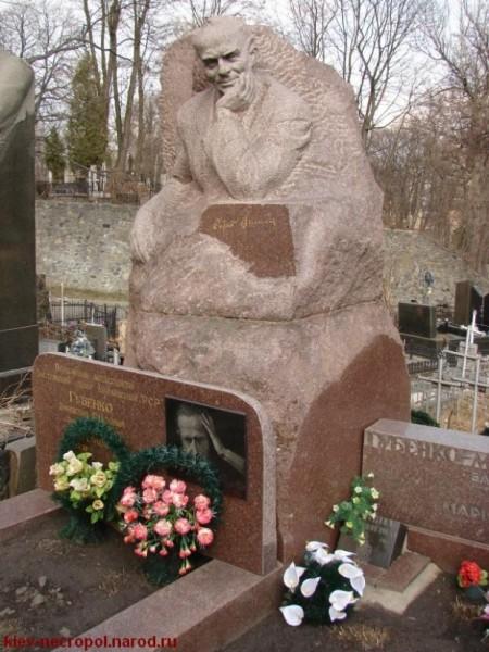 Могила Остапа Вишни на Байковом кладбище в Киеве