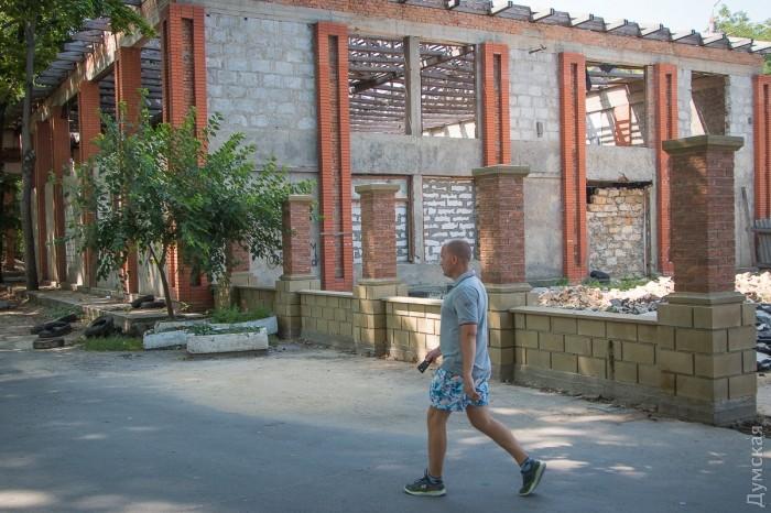 На пересечении Лазарева и Мечникова пустует огромный нахалстрой