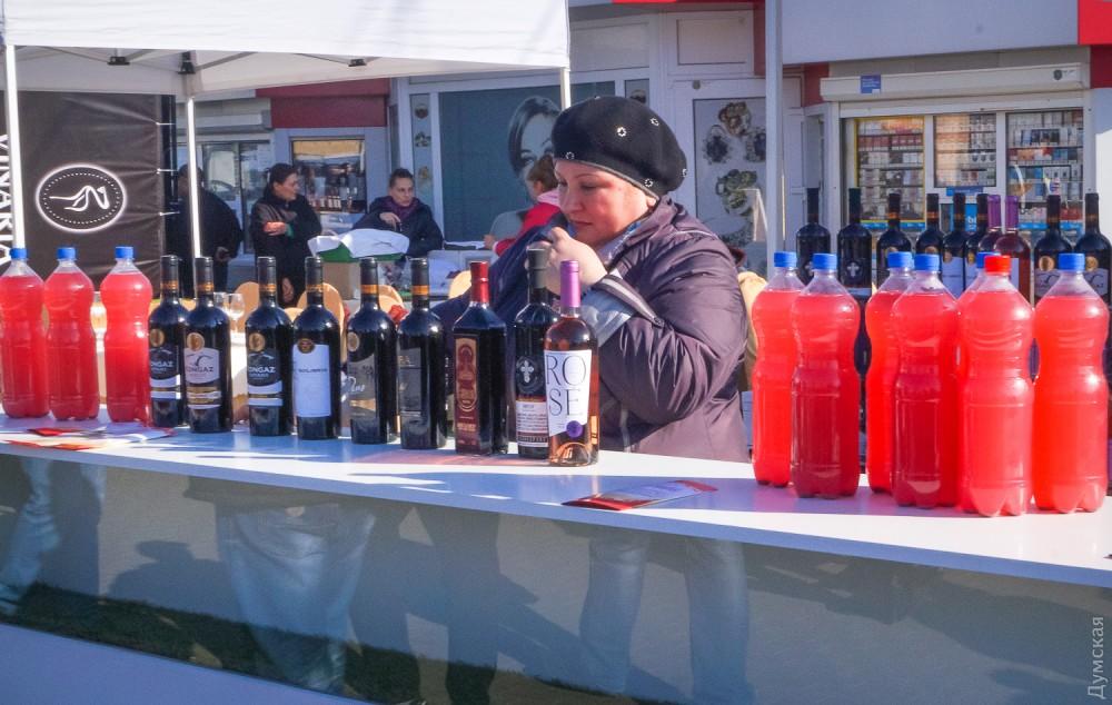 Гагаузия славится своим вином. В XIX веке здешние крестьяне даже сожгли водочный завод, построенный в Комрате - чтобы не создавал конкуренции виноделию