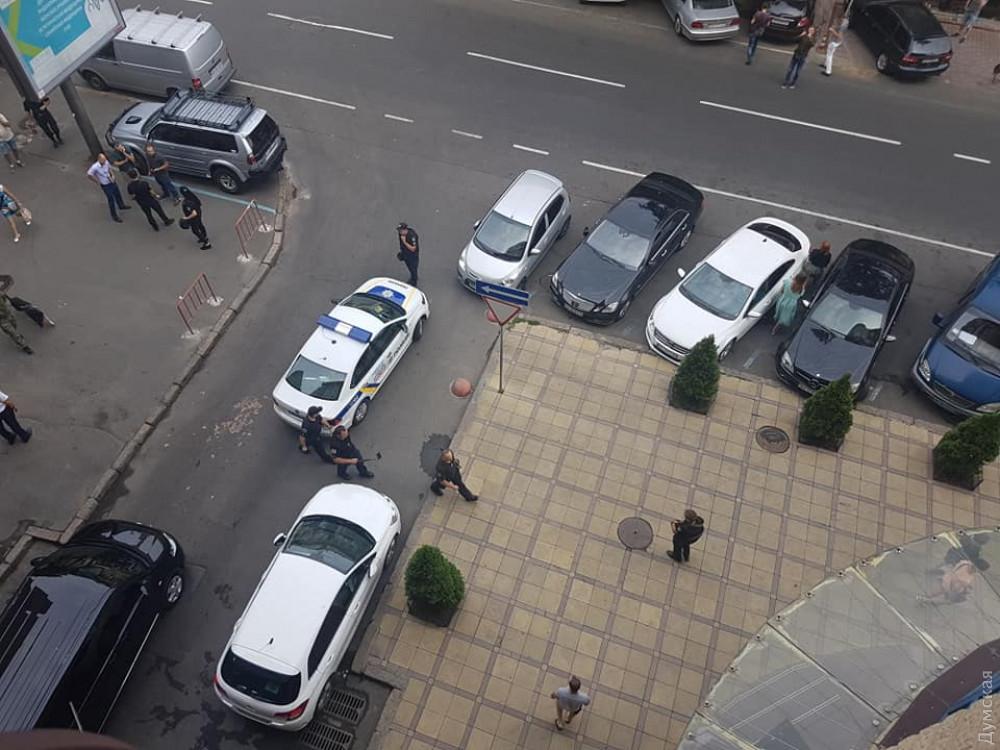 Полиция проверяет сообщение о минировании бизнес-центра на Жуковского