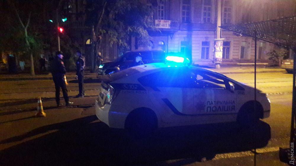 Момент нападения на инкассаторов в центре Одессы попал в объектив камеры наружного наблюдения