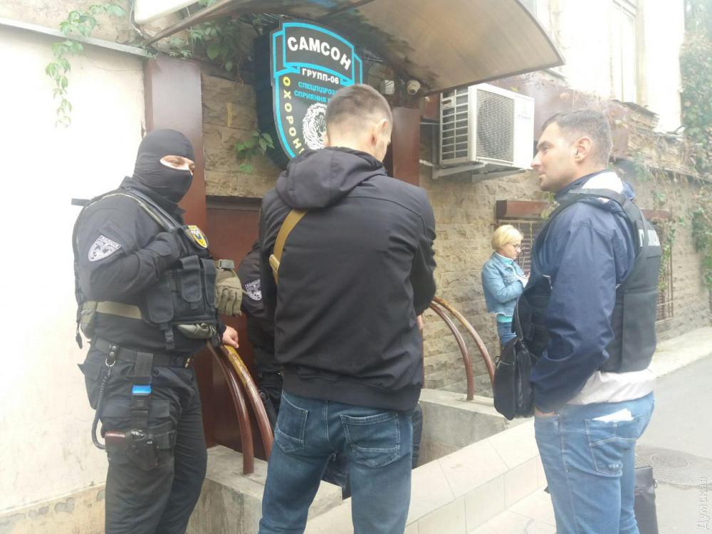 В Одессе сотрудники Генпрокуратуры и полицейский спецназ обыскивают офис охранной фирмы: ее учредитель фигурирует в одном из дел Майдана