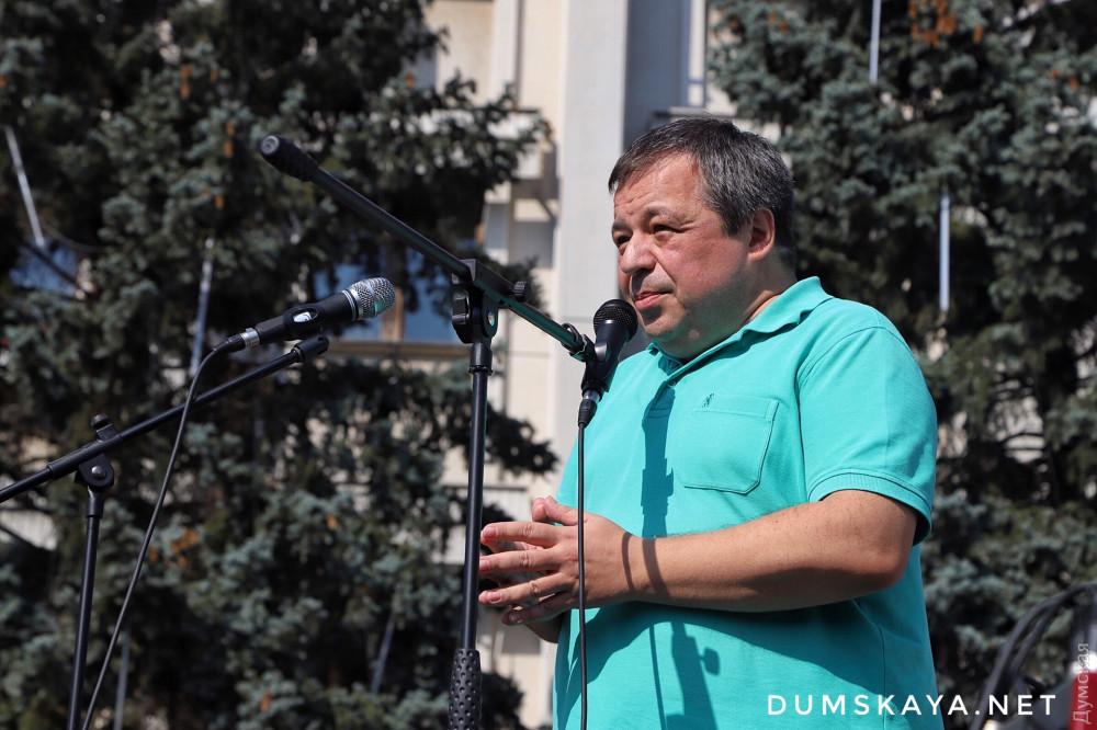 Одним из первых выступил со сцены пианист Алексей Ботвинов