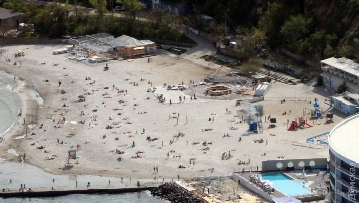 "Пляж ""Зебра"" на 10 Фонтана. Коммерческие строения разбирают"
